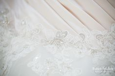 Lace details on the brides wedding dresss