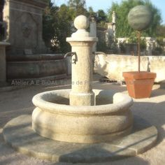 FONTAINE DE JARDIN Fontaine ADONIS ocre en pierre reconstituée, h ...