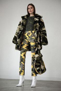 Pam & Gela Fall 2019 Ready-to-Wear Fashion Show Collection: See the complete Pam & Gela Fall 2019 Ready-to-Wear collection. Look 1 Military Looks, Military Girl, Military Chic, Military Inspired Fashion, Military Fashion, Fashion Week, Runway Fashion, Womens Fashion, Vogue Fashion