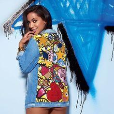 Anitta esbanja sex appeal ao divulgar coleção jeans assinada pela cantora