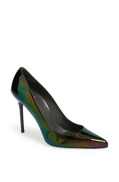 Love the style and comfort of this gorgeous Stuart Weitzman pump.