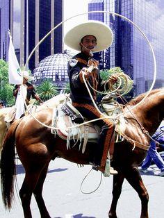 Contraste de tradición con tecnología... Ciudad de Mexico