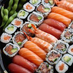 This sushi platter would satisfy any sushi lovers cravings  via @youmesushi • Follow me for more sushi @makesushi1 and go to www.makesushi.com/sushi/?utm_content=buffer8ed4b&utm_medium=social&utm_source=pinterest.com&utm_campaign=buffer