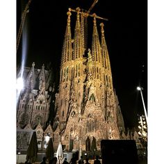 Instagram【cagermochio】さんの写真をピンしています。 《夜バージョン!もいい感じ!! #スペイン #バルセロナ #サグラダファミリア #夜景 #聖家族協会 #散歩 #trip #spain #barcelona #sagradafamilia  #today  #day25》