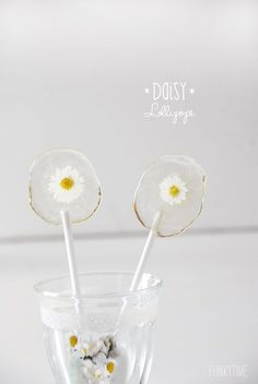 DIY Daisy Lollipops - perfect summer party favor