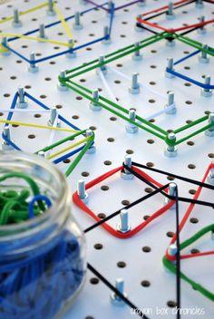 ネジにゴムを引っ掛けて色々な形を作るゴムパターン遊びは、遊びながら形を学べます。指先の運動にもなるので手先も器用になりそう。