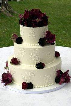 3-tier round wedding cake. I like this without the flowers.