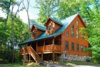 Enjoy a Smoky Mountain vacation that you and your family will remember for years to come by staying in the 2 bedroom Gatlinburg cabin, American Dream.