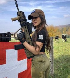 Meet Orin Julie, the 'Queen of Guns' Photos) Idf Women, Military Women, Great Beards, Military Girl, Female Soldier, Big Guns, Badass Women, Hot Girls, Beautiful Women