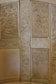 Respado de la silla,La catedra del Obispo,realizada en marfil. Museo Arzobispal de Ravena
