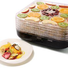"""誰もが憧れる「フードドライヤー」がある生活。健康的で美容にもよく、いつもの何気ない食卓を彩ってくれて、何よりもエコ。ちょっとお腹が空いたらドライフルーツやドライベジタブルを食べ、サラダやカレーにドライベジタブル(干し野菜)を添えて食べる。ただし、あなたの生活に当たり前にのようにドライフルーツやドライベジタブル(干し野菜)を取り入れるためにはどうしても大きな壁があるはず。そう、「お手軽さ」。そんなあなたの夢の生活を驚くほど簡単に叶えてくれるのが オランダ生まれのデザイン家電ブランド PRINCESS 社の「FOOD DRYER(フードドライヤー)」。ボタンひとつで生活に""""彩り""""をFOOD DRYER の使い方は簡単。①食材を切る②FOOD DRYER…"""