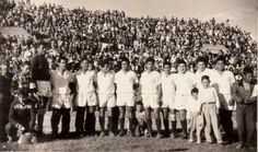 Equipo de Universitario con mi abuelito Jacinto Villalba el cuarto de la derecha el mas bajo. Con un estadio lleno.