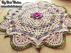 Artes da Desi: Tapete com a Flor Noemia http://www.artesdadesi.com/2014/10/tapete-com-flor-noemia.html