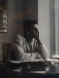 The Artist - Zachary Quinto / The Art Issue – Snap Magazine