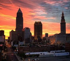 Warehouse District Walking Tour - Every week mid-May through mid-September you can explore downtown through Take A Hike! A program of the… Cleveland City, Cleveland Rocks, Cleveland Scene, Youngstown Ohio, Local Tour, County Seat, Walking Tour, New York Skyline, Places To Go