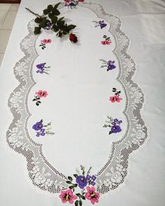This Pin was discovered by Bey Vintage Cross Stitches, Napkin Folding, Hand Embroidery Patterns, Bargello, Filet Crochet, Cross Stitching, Fabric Crafts, Decoration, Diy And Crafts