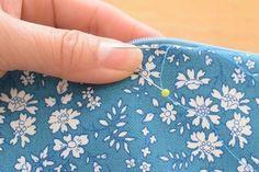 【リバティ生地を使って】100均ケースがあっという間にポーチに大変身♪ : happy-go-lucky -心地いい暮らしのコツ- Coin Purse, Pouch, Purses, Sewing, My Love, Creative, Blog, Handmade, Leather