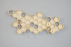 Key Holder and Wall Decoration in Honeycomb Shape – Honey I'm Home! - The Great Inspiration for Your Building Design - Home, Building, Furniture and Interior Design Ideas Car Key Holder, Key Holders, Ring Holders, Honeycomb Shape, Key Rack, Home Design, Smart Design, Design Design, Design Ideas
