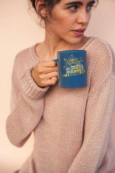 Kaffee Coffee Queen Cafe Kaffeepause Geschenk Männer Premium T-Shirt Cappuccino Cafe, Coffee Cafe, Black Coffee Mug, Coffee Mugs, Latte Macchiato, Custom Cups, Halloween Mug, Coffee Photography, Black Print
