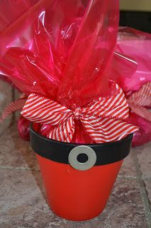 While trying to come up with a gift for my sons teacher this year I came up with this Santa Belly Pot. It was something that would be inexp...
