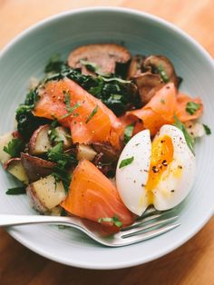 7 Breakfast Salad Recipes That Will Start Your Day Fresh breakfast salad recipes: Smoked Salmon Breakfast Bowl With a Six-Minute Egg Smoked Salmon Breakfast, Breakfast Salad, Egg Recipes For Breakfast, Breakfast Bowls, Brunch Recipes, Gourmet Breakfast, Boiled Egg Breakfast Ideas, Healthy Breakfast Meals, Figs Breakfast