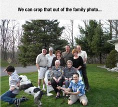 Pets are part of the family, so including them in your family portrait is a no-brainer, right? These pictures will get awkward, fast. Funny Pix, Crazy Funny Memes, Wtf Funny, Funny Pictures, Fail Pictures, Funny Quotes, Funny Family Portraits, Awkward Family Photos, Photo Fails