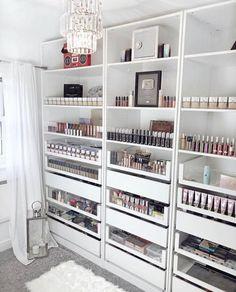 Beauty Room Decor, Makeup Room Decor, Makeup Rooms, Makeup Studio Decor, Sala Glam, Room Ideas Bedroom, Bedroom Decor, Rangement Makeup, Dressing Room Design