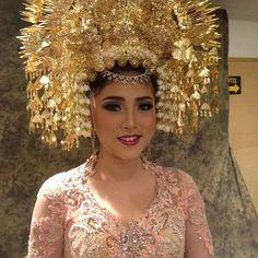 Nadya Ulfah #motd #makeup #makeupgeek #weddingmakeup #traditional #minangbride