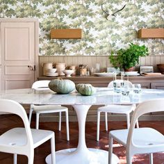 Botanical wallpaper and Tulip table in the dining room of Annie-Moore's idyllic holiday home /bed & breakfast in the South of France