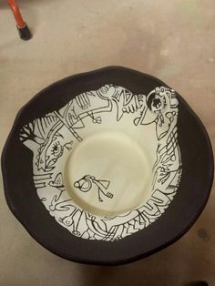 bowl: black clay with sgrafito white Black Clay, Decorative Plates, Tableware, Dinnerware, Tablewares, Dishes, Place Settings