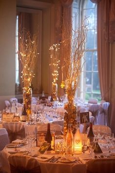 A fairy light twigs because who doesn't want to have Christmas mood all winter long? 39 Pretty Interior Design You Will Definitely Want To Save – A fairy light twigs because who doesn't want to have Christmas mood all winter long? Fall Wedding Centerpieces, Wedding Table Decorations, Wedding Table Centerpieces, Decoration Table, Centrepieces, Centerpieces With Lights, Wine Cork Centerpiece, Curly Willow Centerpieces, Centerpiece Ideas