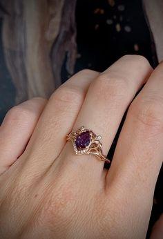 Beautiful Engagement Rings, Gemstone Engagement Rings, Flower Engagement Rings, Coloured Engagement Rings, Vintage Sapphire Engagement Rings, Tiffany Engagement, Flower Rings, Victorian Engagement Rings, Matching Wedding Rings