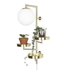 Vägglampan Astoria från Globen Lighting är resultatet av tidningen Hus https://www.designonline.se/Products/sek1/Lighting/Wall+Lamps/28302/Astoria+v%C3%A4gglampa&VariantId=01?gclid=CPLRipjr0tECFYaHsgodCwUK6w