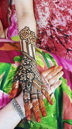 Explore Best Mehendi Designs and share with your friends. It's simple Mehendi Designs which can be easy to use. Find more Mehndi Designs , Simple Mehendi Designs, Pakistani Mehendi Designs, Arabic Mehendi Designs here. Modern Henna Designs, Latest Henna Designs, Floral Henna Designs, Henna Tattoo Designs Simple, Mehndi Designs 2018, Modern Mehndi Designs, Henna Art Designs, Mehndi Design Pictures, Mehndi Designs For Girls