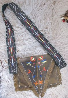 Hunting pouch - Metis style -  Woodland - Quillwork Made by Romana Ziemann