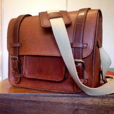 Messenger bag, sac de facteur. Invitation au voyage et à la découverte.