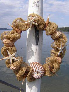 Burlap and shell wreath for Christmas Nautical Wreath, Seashell Wreath, Seashell Art, Seashell Crafts, Beach Crafts, Summer Crafts, Nautical Christmas, Beach Christmas, Style Deco