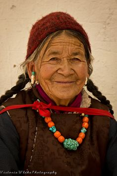 Friendly Ladakhi Lady by viwehei, via Flickr