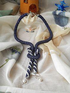 Colier innodat, din doua piese, realizat prin tehnica crosetarii cu margele. Este realizat din margele de nisip de 3 mm . Crochet Necklace, Handmade, Jewelry, Fashion, Moda, Hand Made, Jewlery, Jewerly, Fashion Styles