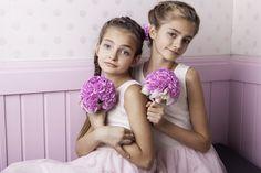 sesja stylizowana /  florystyka: INNA Studio modelki:  Gabrysia oraz Olga, makijaż: Agnieszka Kaczmarek Make Up Artist / Studio Szminka fot:Klaudyna Młynarska