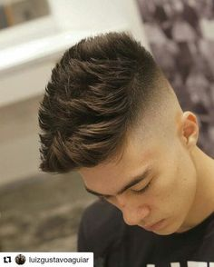 High skin fade with lots of spiky texture and length on top. Combover Hairstyles For Men, Pompadour Hairstyle, Hairstyles Haircuts, Haircuts For Men, Cool Hairstyles, Trending Hairstyles, Medium Hairstyles, Men's Hairstyle, Short Hair With Beard
