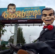 Slappy poses in front of the Goosebumps movie billboard. Great Books, My Books, Slappy The Dummy, Dummy Doll, Jack Black, Book Series, I Movie, Plush, Fandoms