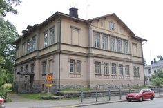 Osoitteessa Puistokatu 4 on nyk.toimisto ja rakennustaiteen museon tiloja. C.H. Nummelinin v.1881 suunnitt.2-kerroksinen puuhuvila on säilytt.hyvin alkuper.ulkoasunsa.Se on hyvä esimerkki 1800-luv.lopun h:kiläisestä huvilarakentamisesta.Huvilassa asuivat 1800-luv.lopulla näyttelijätär Ida Aalberg(1857-1915)ja hänen puolisonsa lakimies Lauri Kivekäs(1852-1893).Kuva Arkkipuudeli