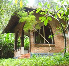 Individual garden bungalows in the midlands of kerala open to travellers