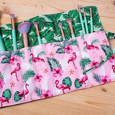 Makeup Brush Roll, Makeup Brush Holders, Sewing Tutorials, Sewing Projects, Sewing Patterns, Makeup Bag Tutorials, Sewing Makeup Bag, Diy Makeup Bag, Lip Makeup