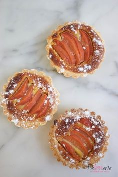Kweepeer taartjes met amandel Quince tarts with almond Reeses Cake, Four, Original Recipe, Cake Cookies, Bon Appetit, Bakery, Good Food, Food And Drink, Sweets