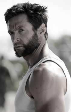 This is Hugh Jackman, A famous Australian actor which is mostly known from its role in Xmen as wolverine. Marvel Wolverine, Logan Wolverine, Fotos Do Wolverine, Marvel Heroes, Marvel Comics, Wolverine Movie, Les Miserables, X Men, Tony Stark