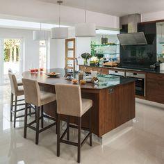 Modern glass and walnut kitchen with breakfast bar - David Klapper Farmhouse Kitchen Decor, Country Kitchen, Country Homes, Open Kitchen, Kitchen Island Shapes, Breakfast Bar Kitchen, Breakfast Bars, Kitchen Design, Kitchen Ideas