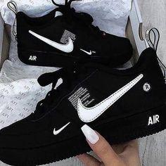 Cute Nike Shoes, Cute Sneakers, Shoes Sneakers, Basket Nike Noir, Souliers Nike, Moda Nike, Nike Shoes Air Force, Jordan Shoes Girls, Girls Nike Shoes