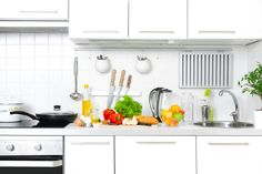How To Become A Master Chef | Organized Kitchen Tips by Homemade Recipes at http://homemaderecipes.com/cooking-101/how-to-be-a-master-chef-in-10-days-cook-like-a-chef